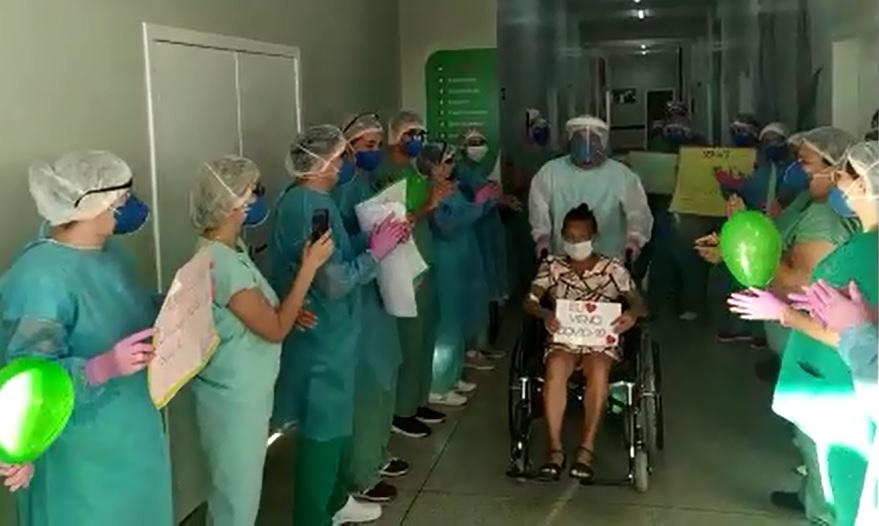 Saída do HRL da paciente Zulmira Oliveira. Foto: Divulgação.