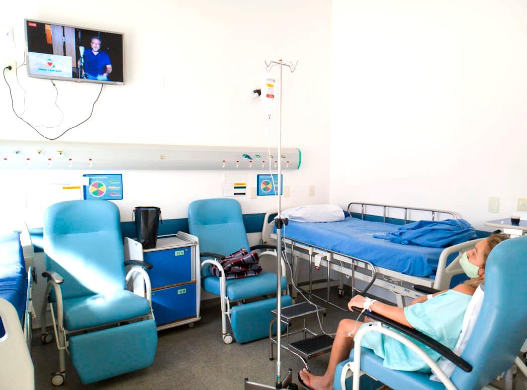 Paciente se recupera, sai da UTI e pede música do Roberto Carlos