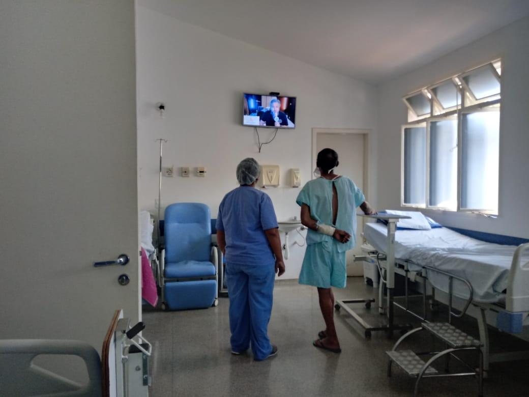 """Profissionais e pacientes acompanham live do projeto """"Amor Cantado"""" - Foto: Divulgação."""