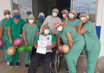 Pacientes de 90 e 81 anos têm alta no Hospital Regional de Luziânia
