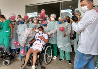 Professora tem alta do Hospital Regional de Luziânia após 59 dias de UTI