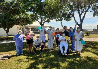 Hutrin comemora altas com Certificado de Bravura, balões e faixas