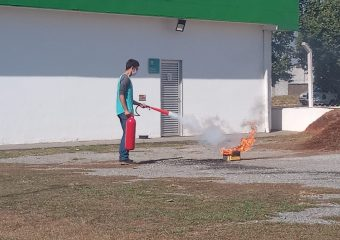 Colaboradores do Hutrin participam do treinamento para a Brigada de Incêndio