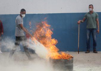 Colaboradores do Hospital Estadual de Luziânia participam de treinamento da brigada de incêndio