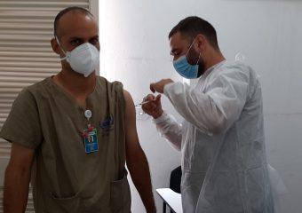 Colaboradores do Hetrin recebem terceira dose da vacina contra a Covid-19